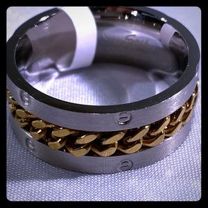 Other - Gold spinning chain center ring
